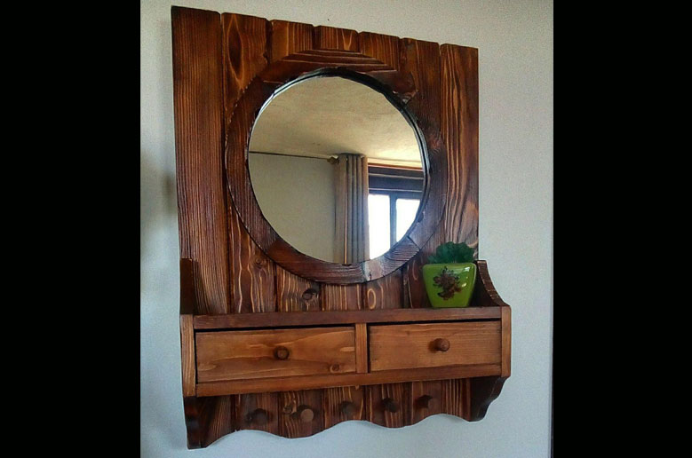 آینه با جا لباسی و کشو