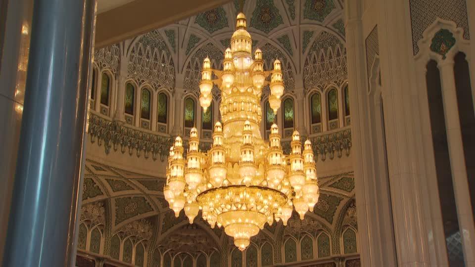 لوستر بزرگ مسجدی پرنور